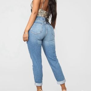 Fashion nova size 7 mom jeans